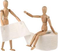 Деревянные манекены и туалетная бумага