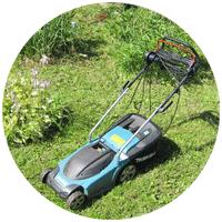 С помощью этой газонокосилки мы чистим не только свой дачный участок, но и обочины дороги, а также заброшенные 6 соток пососедству.