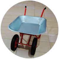 Тачка для дачного участка может иметь одно или два, три или даже четыре колеса.              В некоторых случаях они и вовсе могут оказаться разными по размеру.             Главное, чтобы нашлось место для ее хранения и дорожки позволяли свободно перемещаться по ним.