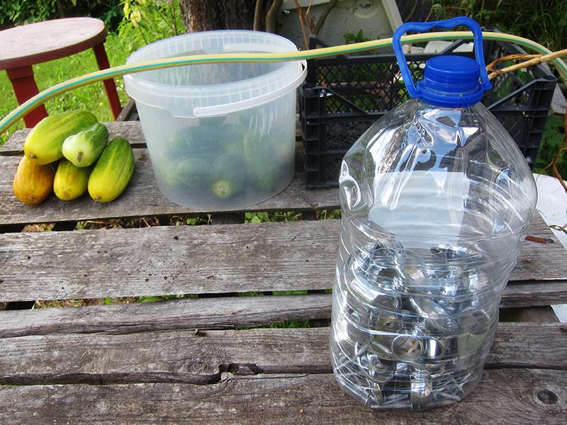 Если поставить такую баклажку в сухом месте, запчасти сохранятся в ней на долгие годы и не испортятся от сырости и загрязнений