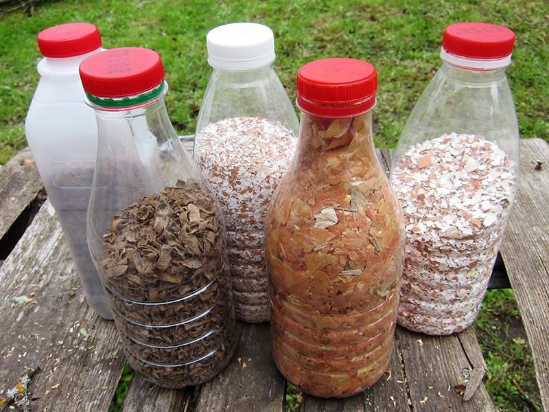 Домашние удобрения - яичная скорлупа, луковая шелуха и очистки картофеля.