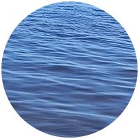 Вода окружает нас со всех сторон - мы ее пьем, ею умываемся, используем для полива растения на даче