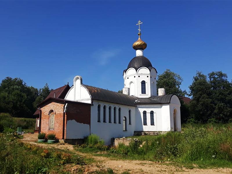 Это очень популярное в народе местечко - к роднику приезжают москвичи, тверчане и жители многих джругих городов