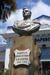 Памятник Лазареву в поселке Лазаревское