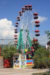 Малое колесо обзора в парке в поселке Лазаревское