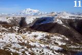 Эльбрус - вид с перевала Гум-Баши. До двуглавой вершины около 55км. Не каждый раз она открывается взору - зачастую     погода не позволяет увидеть это чудо, скрывая его за облаками.