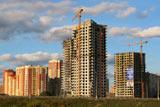 Главной причиной стремительных темпов роста населения является масштабное жилищное строительство и появление  новых домов и квартир в Красногорске – новостройки растут здесь достаточно быстро. Возведение новых жилых домов и  недвижимости, в основном, ведется на окраинах города, и многим, кто решил приобрести недвижимость или квартиры в  Красногорске, это не очень удобно.