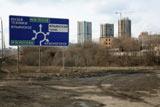 Все областные шоссе из Москвы по-своему интересны, все они ведут куда-то в интересные места и города.  Шоссе Новая Рига имеет приятные отличия от других шоссе. Западные ворота столицы на много километров имеют статус  автострады. Это означает повышенную максимальную разрешённую скорость - 110 км/ч, более безопасные полосы движения и  качественное покрытие автодороги.