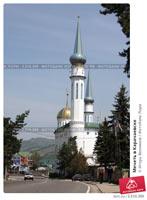 Центральная соборная мечеть Карачаевска была построена в 2007 г. на народные средства.           Свой вклад в строительство внесли представители различных конфессий, известные предприниматели           и жители республики.