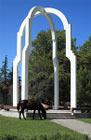 Моё путешествие в Абхазию, лошадь у памятника в Пицунде