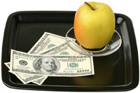 Фотография «Доллары и яблоко на подносе» продана через Фотобанк «Лори»