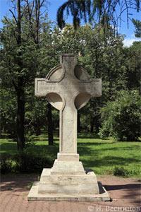 Моя фоторабота «Памятный крест в Ленинградском парке» продана через Фотобанк «Лори»