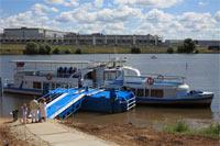 Информационный портал Страна.Ru и речной трамвайчик