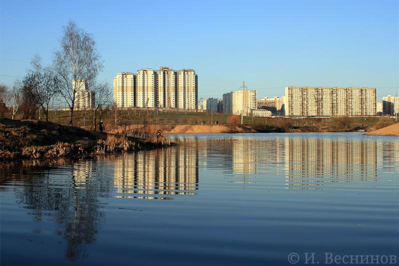 Моя первая стоковая фотография - вид на Пенягинский пруд в Митинском парке