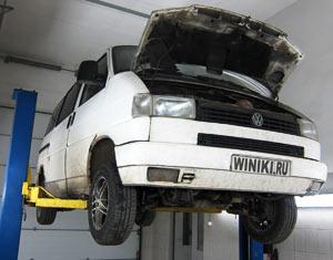 Мой VolksWagen Transporter T-4 висит на подъёмнике