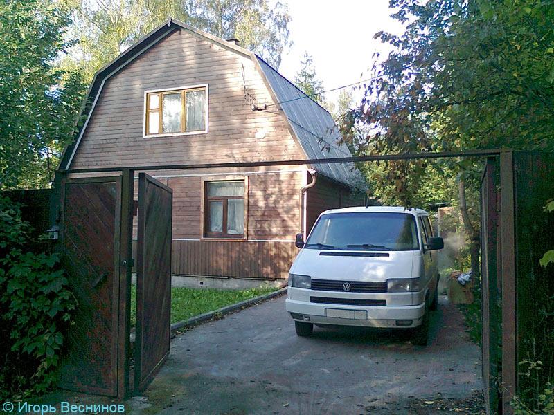 Мой микроавтобус припаркован на даче в СНТ «Вахтанговец»