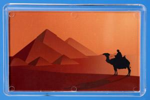 Бедуин на фоне пирамид, иллюстрация.